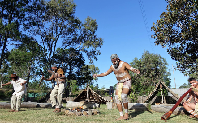 Aboriginal live theatre and dinner experience